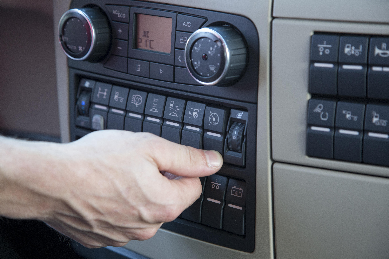 nouvelle radio d 39 infodivertissement le mod le haut de gamme mmt advanced man camions belgique. Black Bedroom Furniture Sets. Home Design Ideas